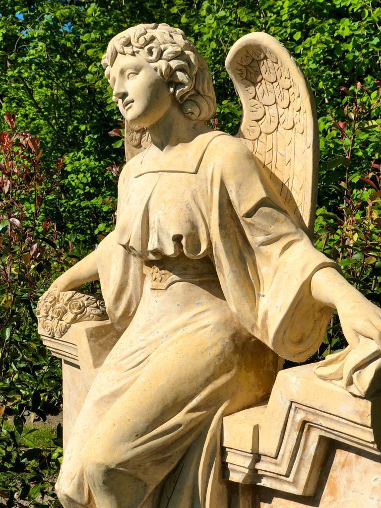 Marmorengel für die Urnengrababteilung am Friedhof Borken-Burlo, geliefert von Weber Grabmale aus Dülmen