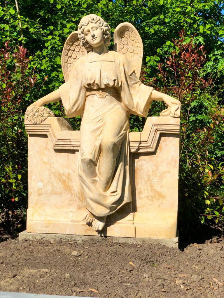 Grabmale Borken - Marmorengel für die Urnengrababteilung am Friedhof Borken-Burlo, geliefert von Weber Grabmale aus Dülmen