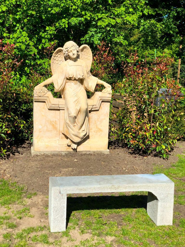 Grabsteine Borken - Marmorengel für die Urnengrababteilung am Friedhof Borken-Burlo, geliefert von Weber Grabmale aus Dülmen