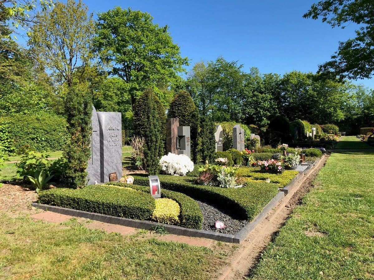 Am Friedhof in Borken-Burlo durften wir bereits einige Grabmale / Grabsteine für unsere Kunden als besonderes Andenken an den verstorbenen Menschen aufstellen.